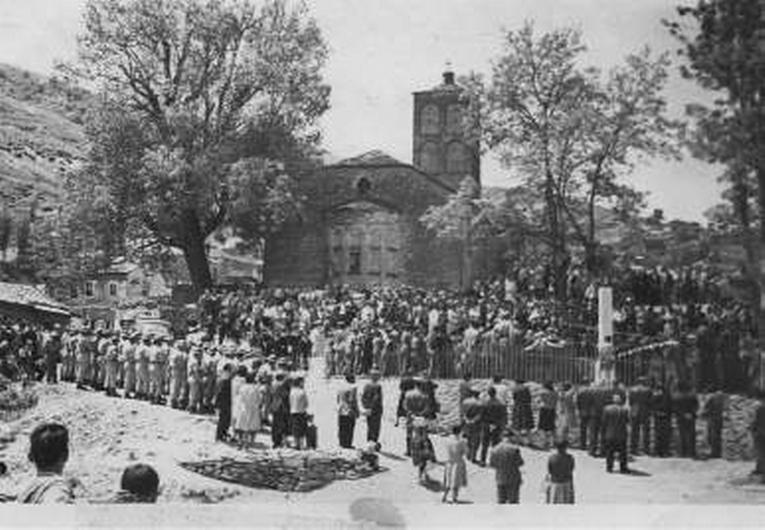 Τα εγκαίνια του πρώτου μνημείου στις 28 Μαΐου 1961 και το πάνδημο μνημόσυνο για το Ολοκαύτωμα της Κλεισούρας